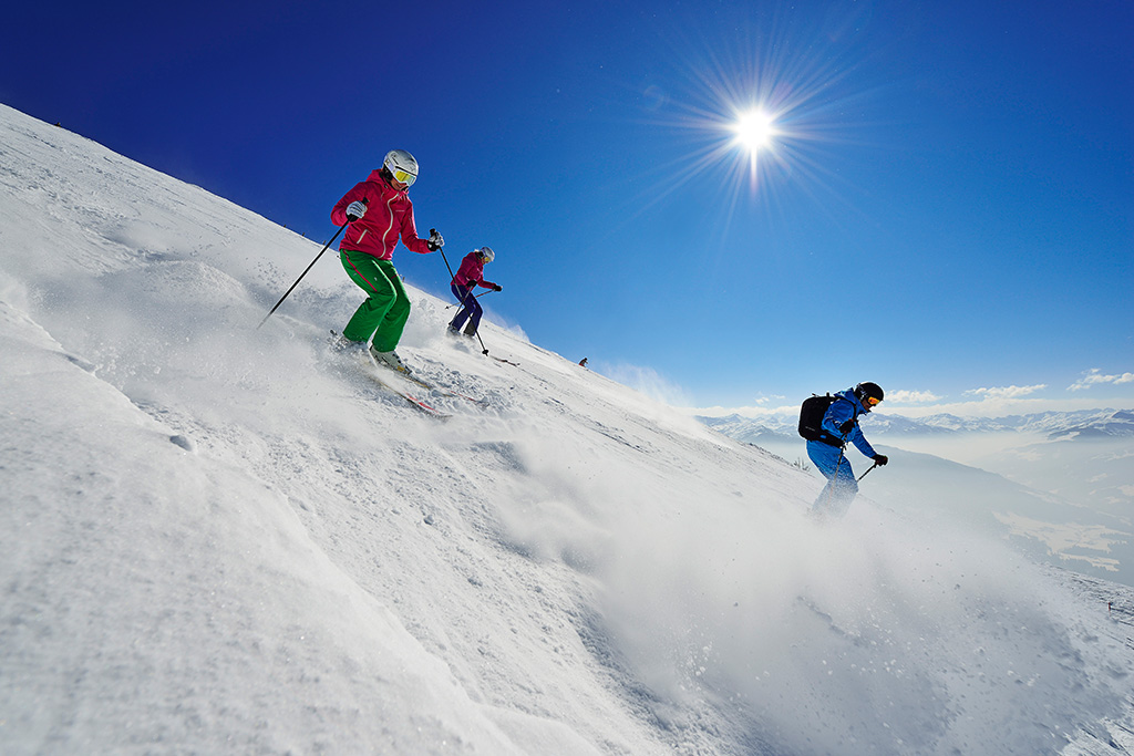 Skifahrer auf der Hohen Salve, Hopfgarten, Tirol
