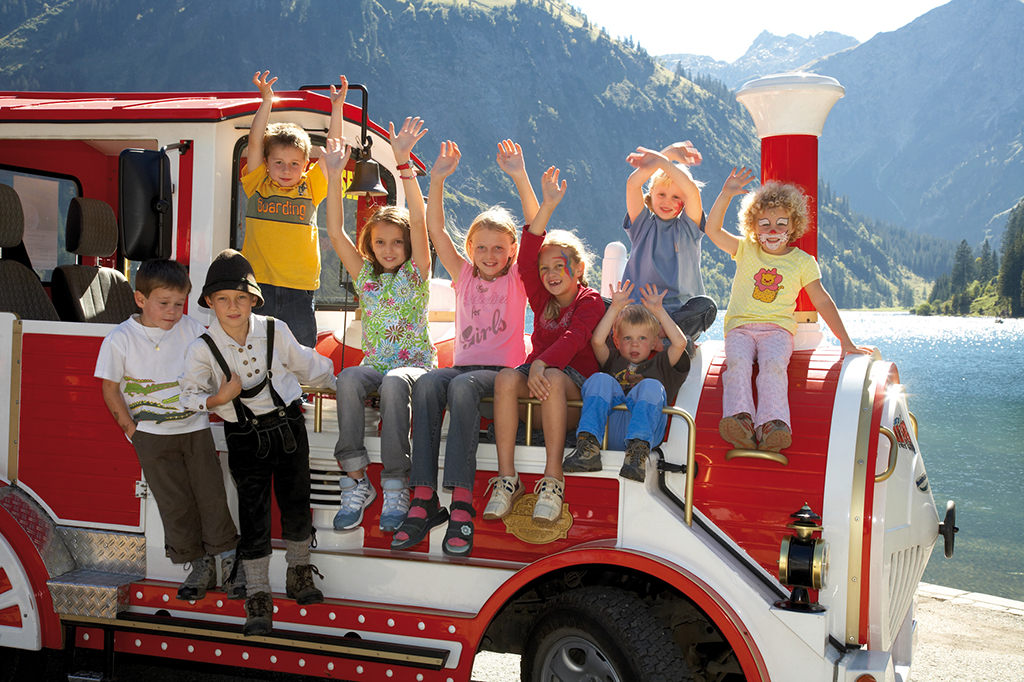 Familie macht Urlaub im Tannheimer Tal